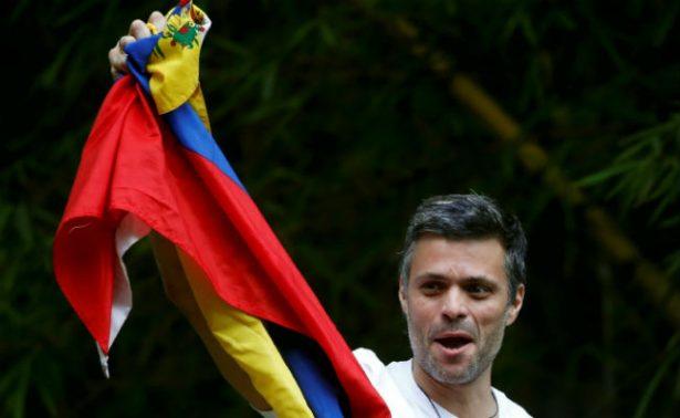 Opositor venezolano Leopoldo López regresa al arresto domiciliario