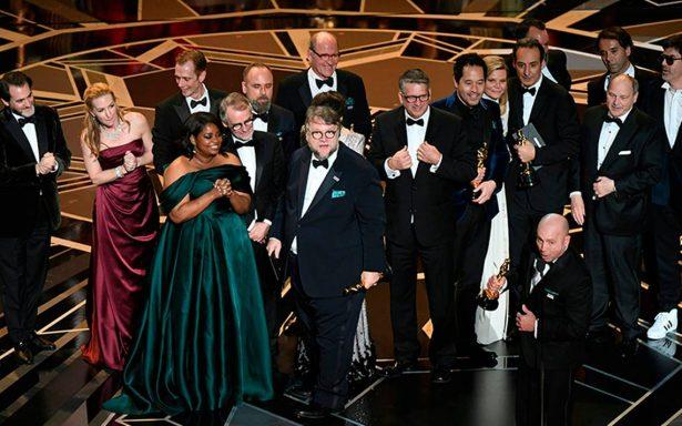 'Porque soy mexicano': así felicitan a Guillermo del Toro por ganar cuatro premios Oscar