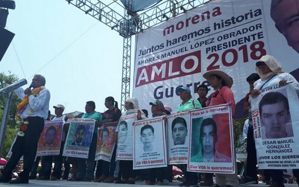AMLO promete a padres de los 43 de Ayotzinapa llevar el caso a la CIDH y ONU
