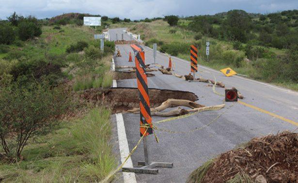 Refuerzan carretera afectada por lluvias