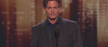 Conmovido, Johnny Depp reaparece en los People's Choice