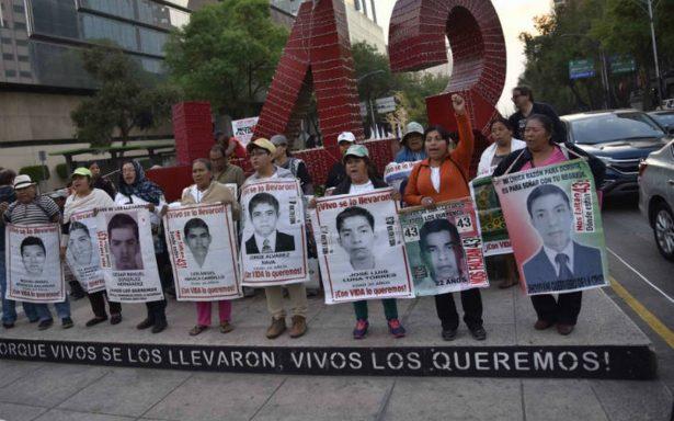 """Detención de  """"La Rana"""" es insultante: padres de los 43"""