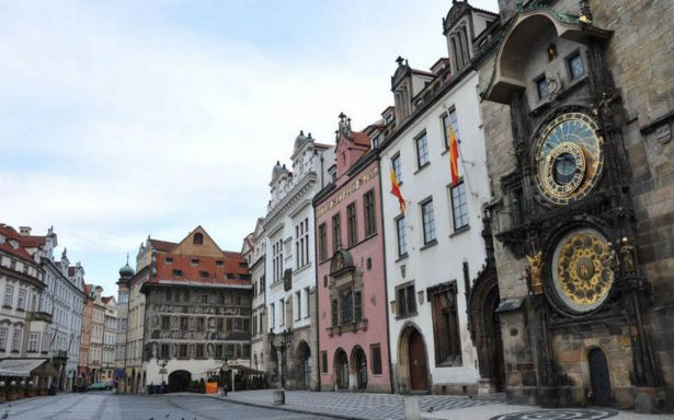 Praga detiene por seis meses su célebre reloj astronómico