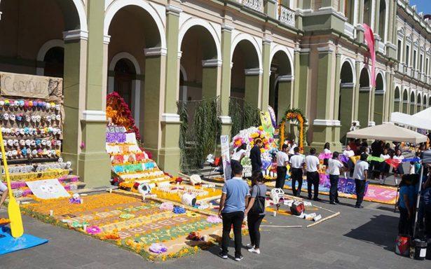 Se llena Centro Histórico de Córdoba de ofrendas