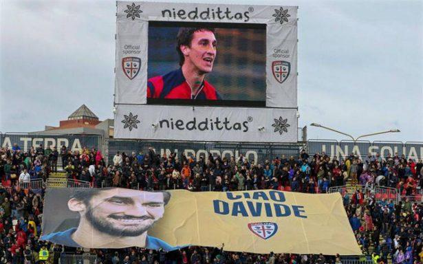 La Fiorentina para partido en el minuto 13 y rinde homenaje a Davide Astori