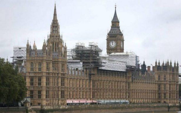 Hallan paquete sospechoso en Westminster, contiene polvo blanco