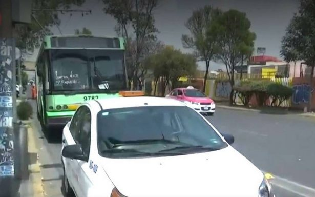 Asaltan Trolebús en Eje Central, un pasajero resulta herido de bala