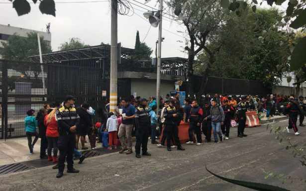 Manifestantes exigen en el INE la renuncia de Lorenzo Córdova