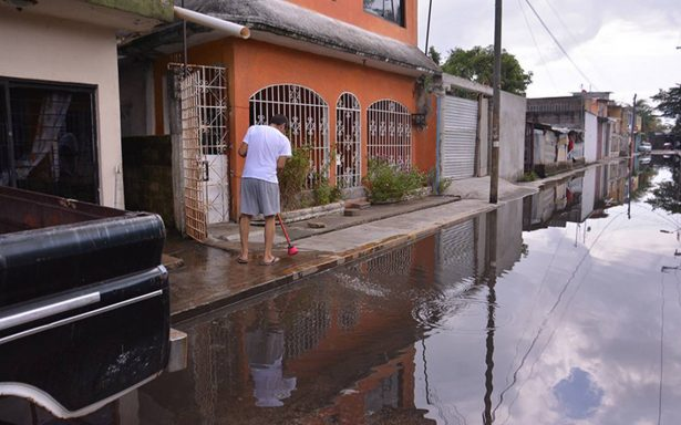 Desbordan más ríos en Tabasco