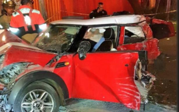 Mueren dos tripulantes de MINI Cooper en Eje Central; dos quedan heridos