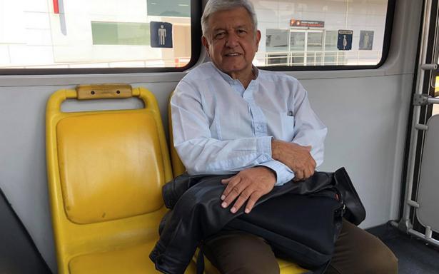 A Vargas Llosa lo dibujan jovial y a mi chocheando: AMLO critica a monero