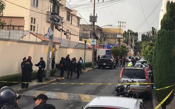 Pleito vecinal provoca muerte de esposa de un magistrado en Culhuacán