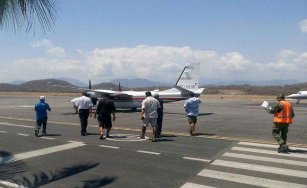 Comuneros anuncian bloqueos frente al aeropuerto de Huatulco