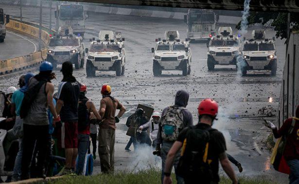Muere un joven al recibir disparo durante protesta masiva en Caracas
