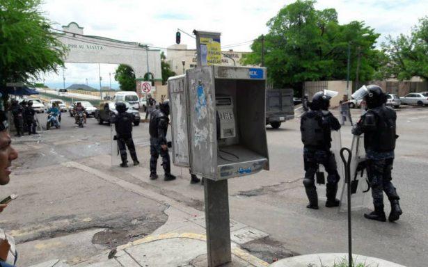Pobladores atacan hotel donde se hospeda la Gendarmería en Coyuca, Guerrero