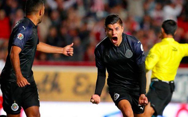 La joven promesa Ronaldo Cisneros, agradecido con Chivas