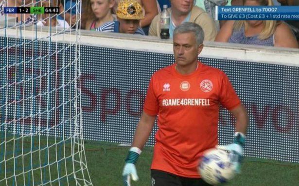 Mourinho sorprende y juega de portero en partido benéfico