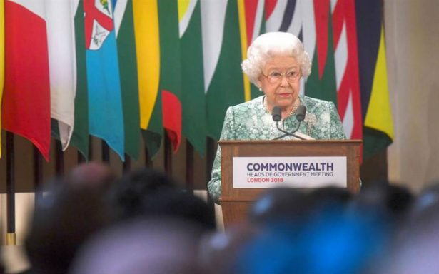 Reina Isabel pide a la Commonwealth que elija al príncipe Carlos como su sucesor