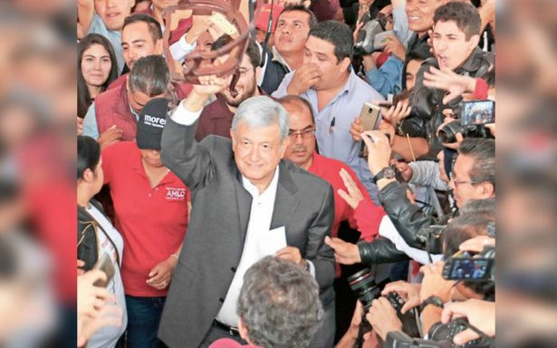 AMLO revira a Meade con documentos de departamentos