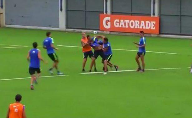 Jugadores del Boca se van a los golpes durante entrenamiento