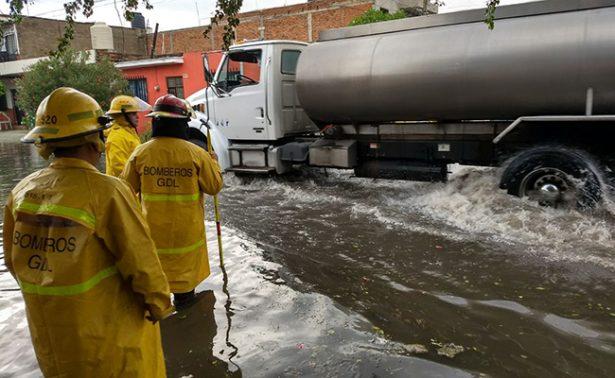 Intensa lluvia inunda calles de Guadalajara