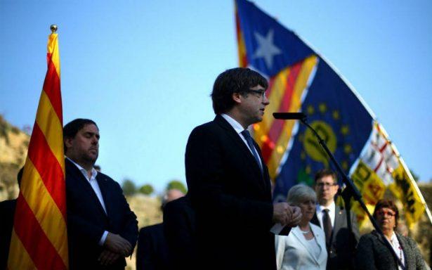 Presidente catalán prepara su respuesta a Rajoy, que amenaza suspender autonomía