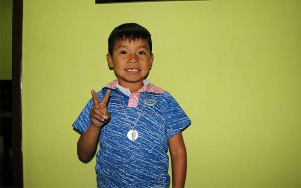 Yuawi, el famoso niño de 'movimiento naranja' canta en las calles de Zacatecas