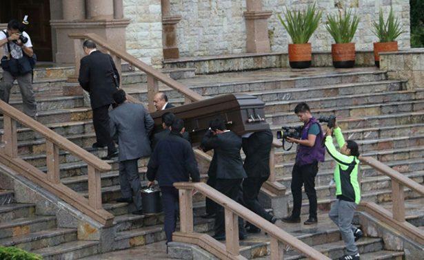 Llega cuerpo del arzobispo Antonio Chedraoui a Catedral San Pedro
