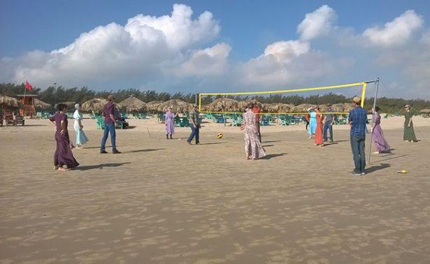 Menonitas se relajan en playas de Tampico