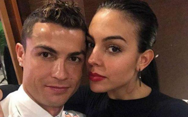 Ronaldo arranca el año en Madeira rodeado de sus trofeos y familia