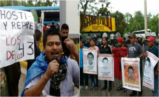 Padres de los 43 protestan afuera de la reunión de la OEA en Cancún