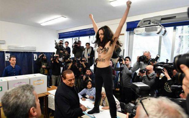 En topless, activista de Femen interrumpe a Berlusconi en su votación