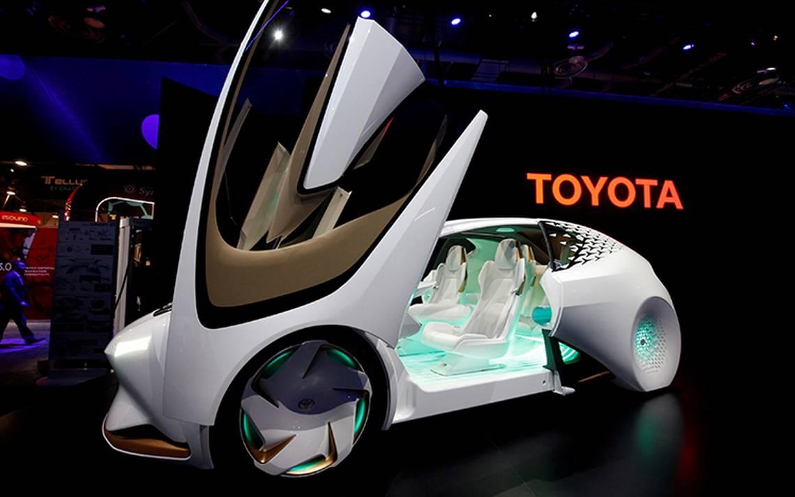 ¡El futuro se acerca! Toyota prevé lanzar autos que se manejan solos en 2020