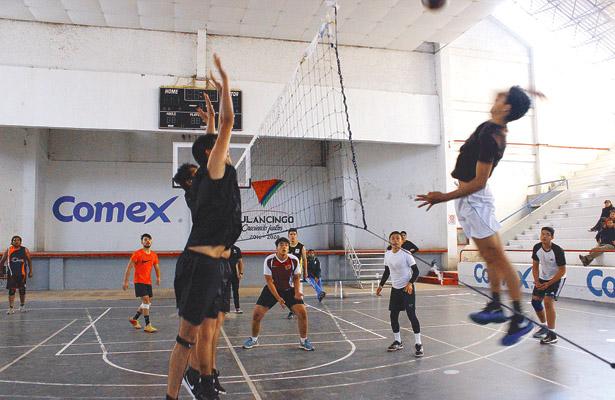 >> BUENOS juegos hubo en la primera jornada del torneo de voleibol de Tulancingo. Foto: Sol de Tulancingo.