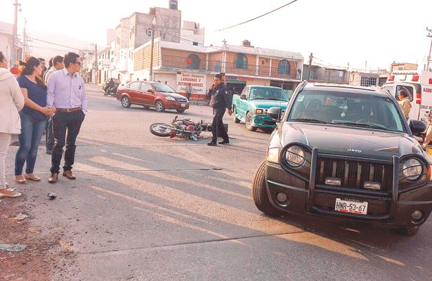 Chocan moto y Jeep en calle San Luis y circuito Chapultepec
