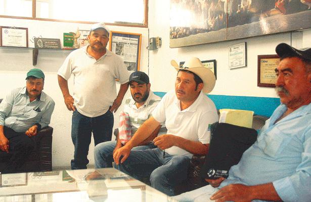 Productores de Acatlán con créditos impagables