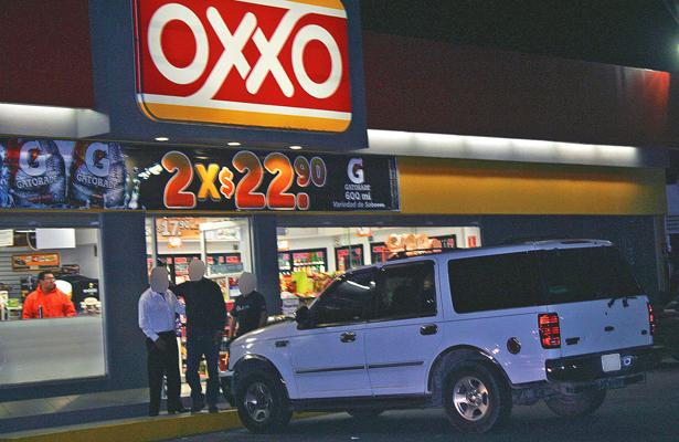 Asalto de madrugada en Oxxo de La Cañada