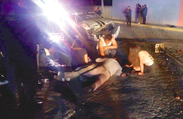 Arrancón fatal, cinco acompañantes lesionados