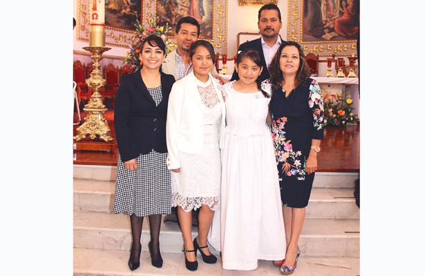 Claudia Zárate Moreno recibió la sagrada hostia por vez primera