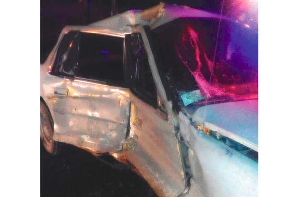 Tractocamión impacta  automóvil: un lesionado