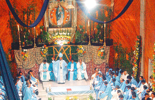 Lució pletórica la parroquia de Nuestra Señora de los Ángeles