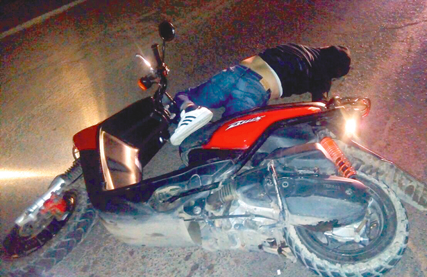 Derrape fatal en moto, muere tripulante, rumbo a Jaltepec