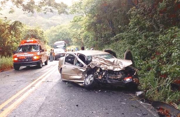 Destrozados dos vehículos: hubo un muerto; funcionario herido
