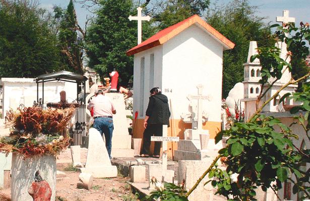 Esculturas del panteón protegidas por el INAH