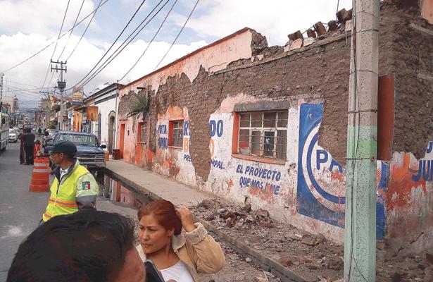 Antigua casa se desploma