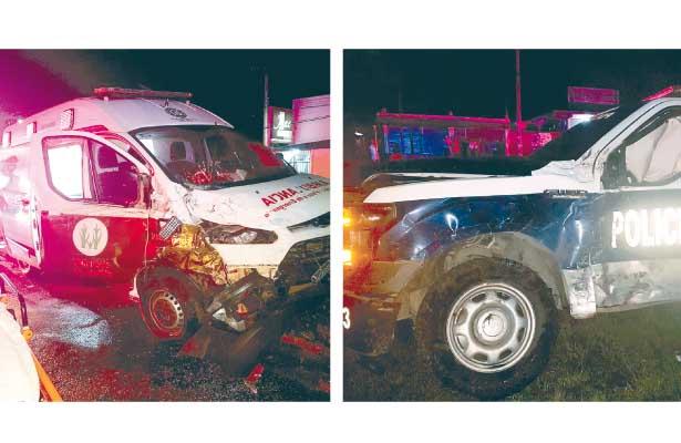 Muere paciente, tras choque, patrulla vs ambulancia: dos lesionados