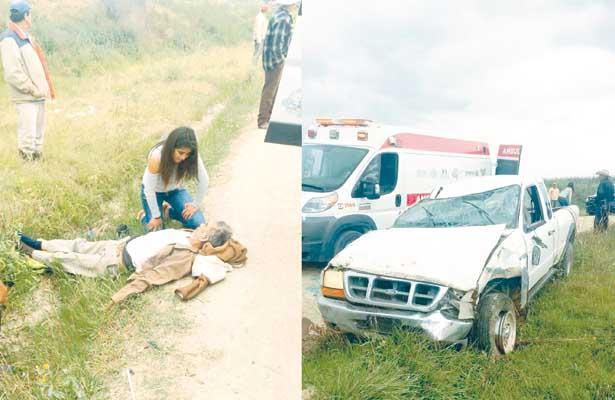 Tres heridos al volcar Ranger
