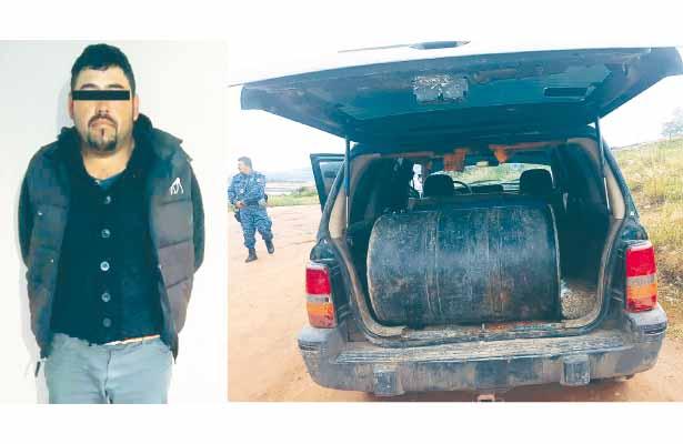 Sin tregua vs huachicoles, policías aseguran camioneta y gasolina