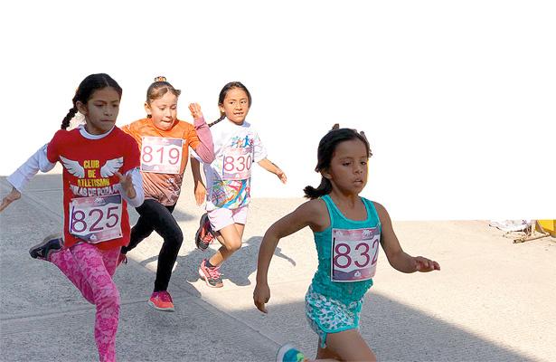 Menores participaron en carrera de Cuautepec