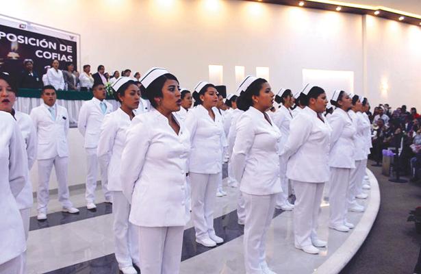 Celebraron la ceremonia de imposición de  cofias e insignias a estudiantes de la UTec